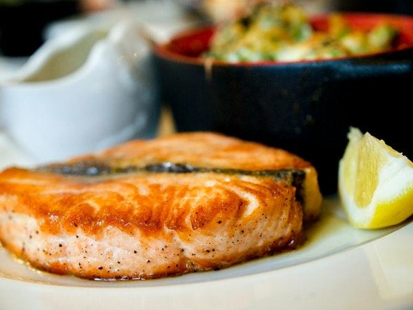 나이가 들수록 먹어주면 좋은 음식 생선